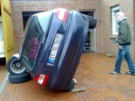 auto aufgebockt.jpg